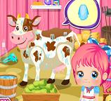 Маленькая Алиска трудится на ферме
