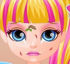 Супер герой малышка Барби получила травму