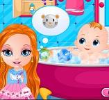 Ухаживаем с малышкой Барби за ее новорожденной сестренкой