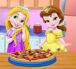 Готовим пиццу с малышками принцессами Рапунцель и Белль