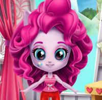 Девочка Пони Пинки Пай убирает комнату