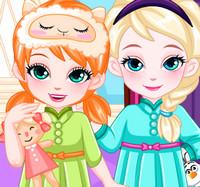 Маленькие сестры Эльза и Анна готовятся ко сну