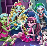Подруги Монстр Хай на пижамной вечеринке