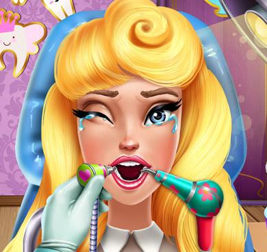 Принцесса Аврора на приеме у зубного врача