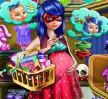 Беременная Леди Баг идет за покупками